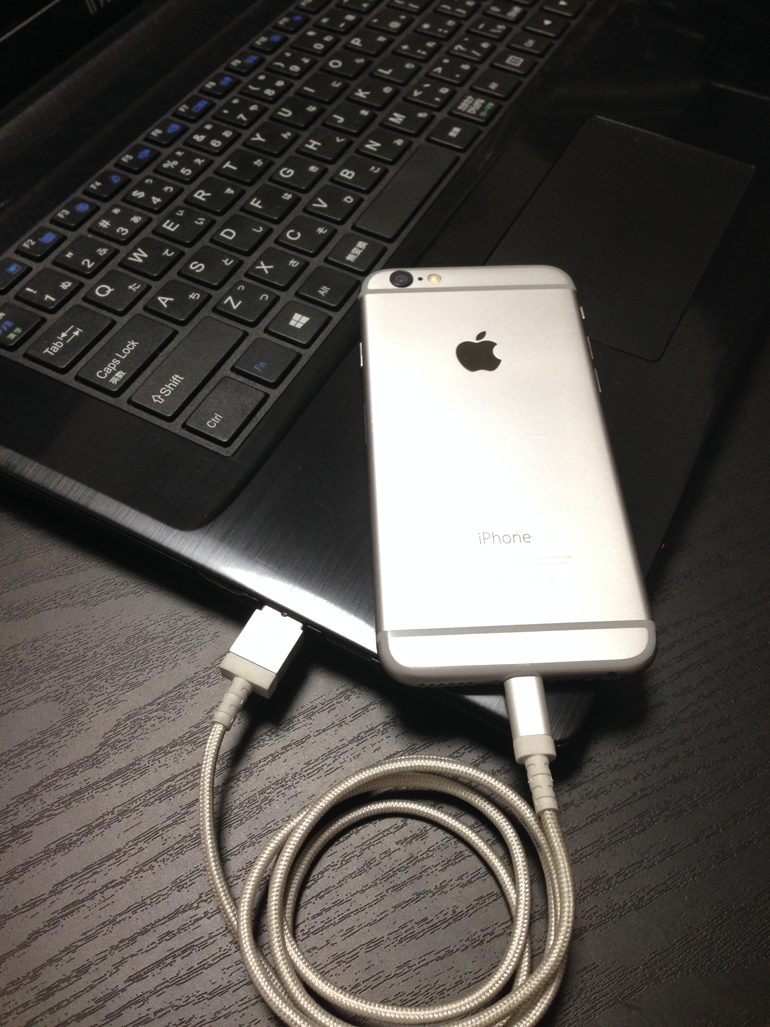②iPhoneをパソコンに接続